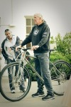 "6'11"" Bill Walton (Hall of Famer, NBA and NBRPA member) and avid cyclist on the Titanium DirtySixer."