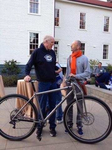 "6'11"" Bill Walton (Hall of Famer, NBA and NBRPA member) and avid cyclist, next to David, 6'6"" founder of DirtySixer."