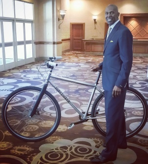 """Thurl Bailey, 6'11"""" with the DirtySixer at the NBRPA event in Las Vegas, July 2016."""